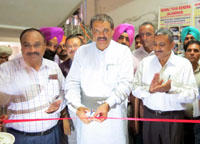 The Minister of State for Social Justice & Empowerment, Shri Vijay Sampla cutting the ribbon to inaugurate the Prevention of Substance (Drugs) Abuse programme, at Nehru Yuva Kendra, in Jalandhar on August 01, 2015.