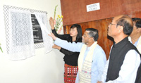 The Minister of State for Textiles (Independent Charge), Shri Santosh Kumar Gangwar unveiling the plaque to inaugurate the Weavers service Centre, in Aizawl, Mizoram on July 03, 2015.