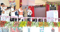 The Prime Minister, Shri Narendra Modi unveiling the plaque to lay the Foundation Stone of the Indian Agriculture Research Institute (IARI), in Hazaribagh, Jharkhand on June 28, 2015.  The Governor of Jharkhand, Smt. Draupadi Murmu, the Union Minister for Agriculture, Shri Radha Mohan Singh, the Chief Minister of Jharkhand, Shri Raghubar Das, the Minister of State for Finance, Shri Jayant Sinha and other dignitaries are also seen.