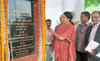 The Union Minister for Human Resource Development, Smt. Smriti Irani laying the foundation stone for Engineering Blocks at the Indian Institute of Technology (IIT), in New Delhi on April 29, 2016.