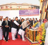 The Prime Minister, Shri Narendra Modi paying homage to Bodhisatva Babasaheb Dr. B.R. Ambedkar on his 61st Mahaparinirvan Diwas, in New Delhi on December 06, 2016. The Union Home Minister, Shri Rajnath Singh is also seen.