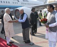 The Prime Minister, Shri Narendra Modi being received by the Governor of Gujarat and Madhya Pradesh, Shri O.P. Kohli, on his arrival, at Sardar Vallabhbhai Patel International Airport, in Ahmedabad, Gujarat on December 10, 2016.