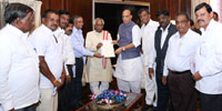 A delegation led by the Minister of State for Labour and Employment (Independent Charge), Shri Bandaru Dattatreya calling on the Union Home Minister, Shri Rajnath Singh, in New Delhi on June 28, 2016.