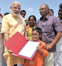 The Prime Minister, Shri Narendra Modi meets 12 year old Divyang boy Sabari Venkat, at Coimbatore Airport, Tamil Nadu on May 06, 2016.