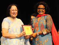 The Union Minister for Minority Affairs, Dr. Najma A. Heptulla presenting the Badalte Qadam Award to the Cinematographer, Doordarshan, Ms. Jayshree Puri, at the Best Achievers Award Ceremony, organised by the Child Care & Welfare Foundation, in New Delhi on May 06, 2016.