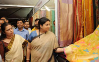 The Union Minister for Textiles, Smt. Smriti Irani visiting at the Indian Craft Mela Mega Exhibition-cum-Sale, in New Delhi on October 22, 2016.  The Member of Parliament, Smt. Meenakshi Lekhi is also seen.
