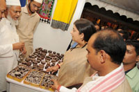 The Union Minister for Textiles, Smt. Smriti Irani visiting at the Indian Craft Mela Mega Exhibition-cum-Sale, in New Delhi on October 22, 2016.  The Minister of State for Textiles, Shri Ajay Tamta is also seen.