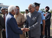 The Vice President, Shri M. Hamid Ansari being bid farewell by the Governor of Assam, Shri Banwarilal Purohit, on his departure, at Tezpur Airport, Assam on October 26, 2016.  The Minister for Irrigation, Handloom & Textiles, Assam, Shri Ranjit Dutta is also seen.