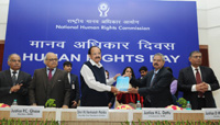 The Vice President, Shri M. Venkaiah Naidu releasing the journal on the Human Rights Day, organised by the National Human Rights Commission, in New Delhi on December 10, 2017.  The Chairperson of National Human Rights Commission, Shri Justice H.L. Dattu and other dignitaries are also seen.