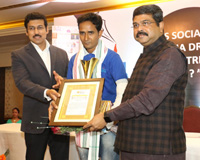 The Union Minister for Petroleum & Natural Gas and Skill Development & Entrepreneurship, Shri Dharmendra Pradhan and the Minister of State for Youth Affairs and Sports (I/C) and Information & Broadcasting, Col. Rajyavardhan Singh Rathore felicitating the journalists, at the annual function of Odia daily Nirbhaya, in Bhubaneswar, Odisha on December 10, 2017.