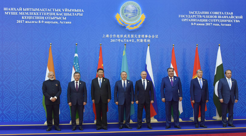 Zarif meets senior officials at SCO summit