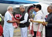 The Prime Minister, Shri Narendra Modi being welcomed by the Governor of Assam, Shri Banwarilal Purohit and the Chief Minister of Assam, Shri Sarbananda Sonowal on his arrival, in Dibrugarh, Assam on May 26, 2017.