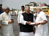 The Prime Minister, Shri Narendra Modi being welcomed by the Governor of Bihar, Shri Satya Pal Malik and the Chief Minister of Bihar, Shri Nitish Kumar, on his arrival, in Patna, Bihar on October 14, 2017.