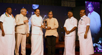 The Vice President, Shri M. Venkaiah Naidu giving away Magudam Awards constituted by News18 Tamil Nadu, for the best and the brightest from Tamil Nadu in various fields, in Chennai on October 16, 2017. The Governor of Tamil Nadu, Shri Banwarilal Purohit, the Chief Minister of Puducherry, Shri V. Narayanasamy and the Deputy Chief Minister of Tamil Nadu, Shri O. Panneerselvam are also seen.