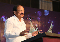 The Vice President, Shri M. Venkaiah Naidu addressing the gathering after giving away Magudam Awards constituted by News18 Tamil Nadu, for the best and the brightest from Tamil Nadu in various fields, in Chennai on October 16, 2017.