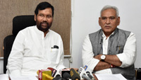 The Union Minister for Consumer Affairs, Food and Public Distribution, Shri Ram Vilas Paswan addressing a press conference on the issues related to his Ministry, in New Delhi on October, 20 2017. The Minister of State for Consumer Affairs, Food & Public Distribution and Commerce & Industry, Shri C.R. Chaudhary are also seen.