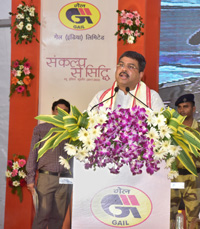 The Union Minister for Petroleum & Natural Gas and Skill Development & Entrepreneurship, Shri Dharmendra Pradhan addressing at the launch of the Piped Natural Gas (PNG) supply by the Gas Authority of India Ltd. (GAIL), at NALCO Nagar, Bhubaneswar, in Odisha on October 20, 2017.