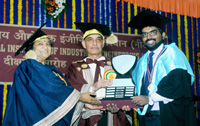 The Minister of State for Human Resource Development and Water Resources, River Development and Ganga Rejuvenation, Dr. Satya Pal Singh presenting the Shield to toppers student in engineering, at 23rd Convocation of the National Institute of Industrial Engineering (NITIE), in Mumbai on September 23, 2017.
